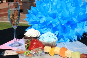 Enjoy bubbly, Piece of Cake cupcakes and more yummy food on the Mother's Day Express. Reserve tickets now at 1880train.com